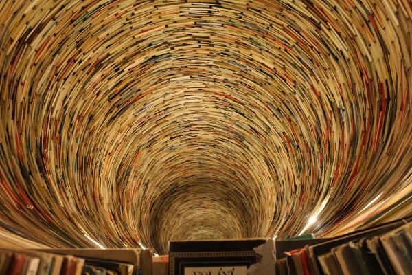 biblioteca praga andrea bindella vita fantascienza fantasy thriller
